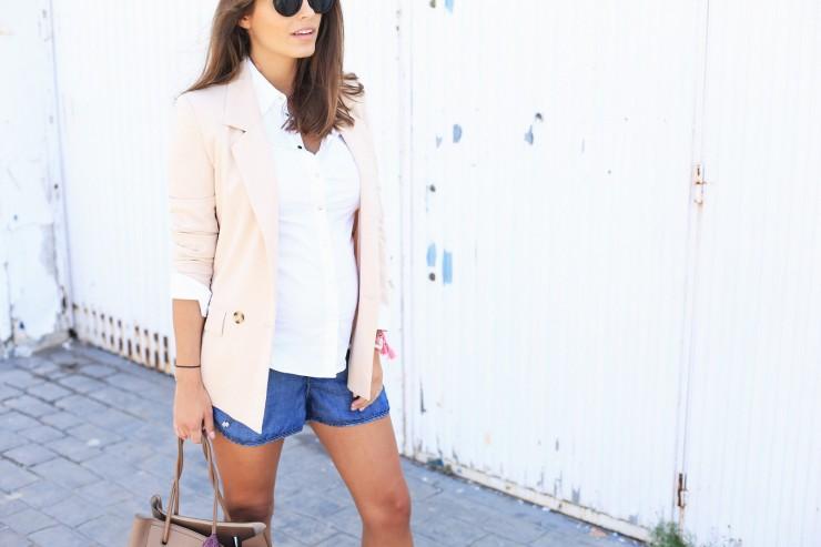working outfit : denim shorts & nude blazer