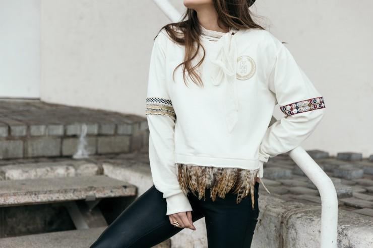 Feathers sweatshirt